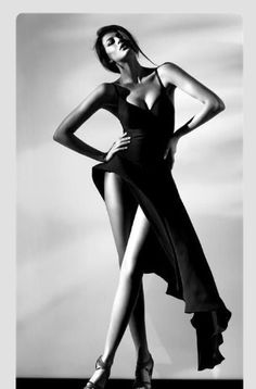 Black and White. Find inspiration for great modeling poses, facial expressions at Monica Hahn Photography Foto Fashion, Fashion Shoot, Editorial Fashion, White Editorial, Fashion Outfits, Inspiration Photoshoot, Poses Modelo, Modeling Fotografie, Portrait Photography