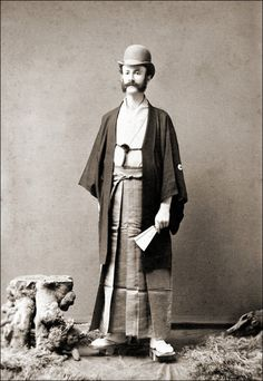 Western man in traditional Japanese dress c. 1900