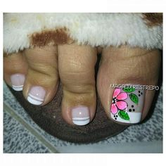 Flor😘💅🏼🌻 French Pedicure, French Manicure Designs, Pedicure Nail Art, Cute Pedicure Designs, Toe Nail Designs, White Shellac Nails, Nail Picking, Cute Pedicures, Healthy Nails