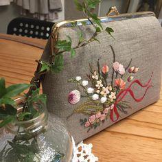 #stitch #embroidery #needlework #hendmade #프랑스자수 #크로스백 #핸드메이드 #핸드메이드가방 #자수 #자수타그램 #자수가방