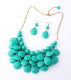 Make Me Gorgeous Statement Necklace & Earrings (Multiple Colors) – The Chic Find