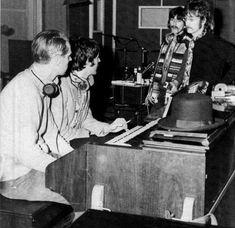 George Martin, Paul McCartney, George Harrison and John Lennon during Sgt. Beatles Books, The Beatles, Beatles Photos, Great Bands, Cool Bands, Beatles Sgt Pepper, Richard Starkey, George Martin, The Eighth Day