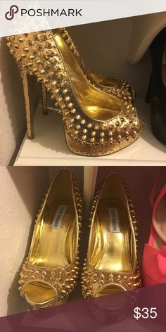 Steve madden gold glitter heels Steve Madden gold glitter heels with gold studs! No studs missing! Worn a few times, a few scuffs in the front! Steve Madden Shoes Heels