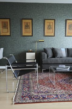 Persian carpet in the contemporary living room in 33 examples-Tapis persan dans . Interior Wallpaper, Interior Rugs, Interior Design, Bedroom Carpet, Living Room Carpet, Salon Mid-century, Wassily Chair, Where To Buy Carpet, Carpet Decor