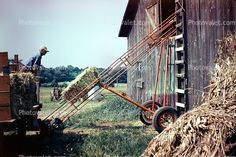 Ol hay elevator.. That's the way it used to b done.. It didn't take 12 ppl to put up 12 wagons.. Ur family did it for free..