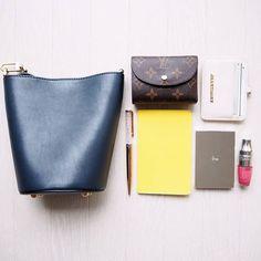 saki_n0711#カバンの中身 ・ 仕事の時は、キャンパストートに パソコンや書類を入れるので、 基本的にプライベートも仕事の時も このカバンは常に持ち歩きます👜 財布がちっちゃいからどこいったか 分からなくなるので必須(;゜∀゜) ・ ・ bag  #IENA wallet  #luisvitton cosme  #IPSA  #LANCOME cardcase  #JILLSTUART ・ ・ 今からukaのネイル探しの旅に出ます...💅 (どこも売り切れで撃沈。) ・ #cosme#makeup#beauty#instagood#instabeauty#bag#wallet#コスメ#メイク#美容#化粧品#バッグの中身#ポーチの中身#ショルダーバッグ#イプサ#ランコム#お洒落さんと繋がりたい#コスメ好きさんと繋がりたい#財布#ジルスチュアート#モレスキン#スワロフスキー2017/07/08 11:44:02