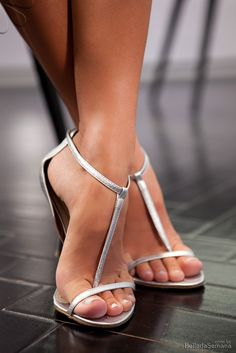 sexy toes & t-strap heels! Strappy High Heels, T Strap Heels, Open Toe High Heels, Hot High Heels, Strappy Sandals, Beautiful High Heels, Gorgeous Feet, Pumps, Stilettos