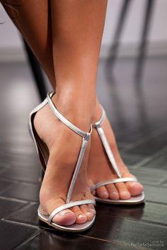sexy toes & t-strap heels! Sexy High Heels, Beautiful High Heels, Sexy Legs And Heels, Open Toe High Heels, Gorgeous Feet, Hot Heels, Pumps, Stilettos, Sexy Zehen