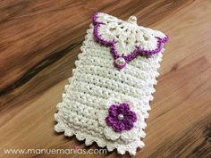 Delicate crochet phone case