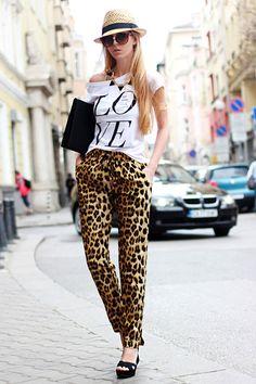 T-shirt + leopard pants + hat