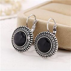 Earring Type: Drop EarringsFine or Fashion: FashionItem Type: EarringsStyle: VintageShape\pattern: RoundModel Number: NAGender: WomenMetals Type: Zinc AlloyMaterial: Stone