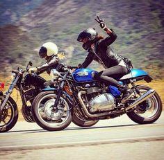 que a ella le guste viajar en moto es agradable, que te la pida prestada el fin de semana enamora!