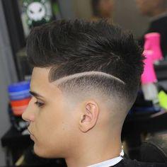 coupe-cheveux-homme-dégradé-trait-frange-pompadour