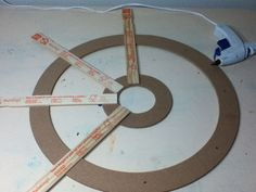 Resultado de imagen para how to make a pirate ship wheel out of cardboard Deco Pirate, Pirate Decor, Pirate Theme, Pirate Halloween Decorations, Halloween Prop, Halloween Halloween, Halloween Treats, Halloween Makeup, Halloween Costumes