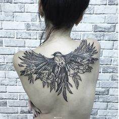 back tattoos for women spine Back Tattoo Women Upper, Upper Back Tattoos, Girl Back Tattoos, Hip Tattoos Women, Pinup Tattoos, Cute Tattoos, Small Tattoos, Hanya Tattoo, Sternum Tattoo