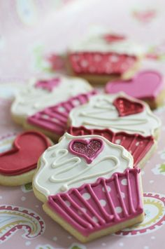 Cupcake Cookies- such a cute idea for a party. I love cookies and hate cupcakes, but like how they look Cookies Cupcake, Fancy Cookies, Iced Cookies, Cut Out Cookies, Royal Icing Cookies, Sugar Cookies, Cupcake Cakes, Heart Cookies, Cupcake Toppers