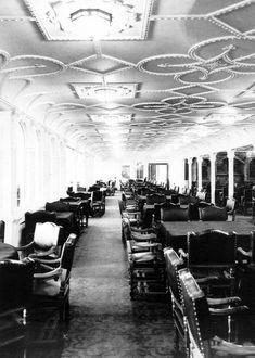 Titanic, Salón comedor de primera clase, tenia capacidad para unos 550 comensales.