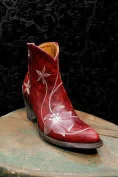 Forget pastels this spring and dive right into color with these boots by Old Gringo. Pair these striking beauties with jeans and a classic tee and let the cowboy boots do the talking. Cowboy Boots Women, Cowgirl Boots, Western Boots, Boho Fashion, Fashion Shoes, Fashion Accessories, Heeled Boots, Bootie Boots, Short Ankle Boots