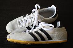 Mädels auf geht's: während sich die Männer EM-Bärte wachsen lassen, überzeugt ihr mit dem Kult Sneaker in Größe 6 (UK) im Top Zustand.