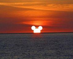 Ondergaande Mickey Mouse  Grappige zonsondergang :-)