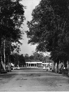 Het huis van de resident aan de Kanarielaan te Banjoemas.  Ca 1905