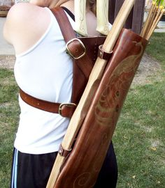 Pattern for a back quiver. size of the hood so it wouldn't interfere with knives and quiver Archery Quiver, Archery Bows, Bow Quiver, Mounted Archery, Recurve Bows, Archery Equipment, Bow Hunting, Archery Hunting, Longbow