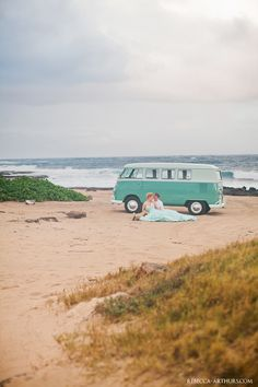 vintage beach wedding. Photo by Rebecca Arthurs.