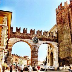 Verona le porte d'ingresso in piazza Bra