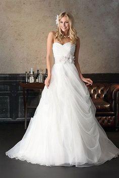 70 romantic valentine day wedding dress ideas (47)