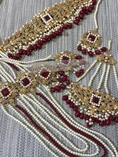 Pakistani Bridal Jewelry, Indian Bridal Jewelry Sets, Bridal Jewelry Vintage, Indian Jewelry, Wedding Jewelry, Ethnic Jewelry, Hyderabadi Jewelry, Gold Jewellery Design, Bespoke Jewellery