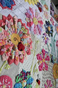 "Sewing Quilts Sew Little Fabric by Paula Storm: ""Summer Rain' my Modern Dresden Plate Quilt Dresden Plate Patterns, Dresden Plate Quilts, Quilt Patterns, Crazy Quilt Blocks, Crazy Quilting, Hand Quilting, Machine Quilting, Modern Quilting Designs, Flower Quilts"