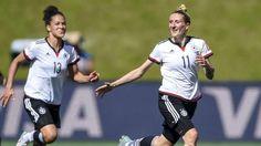 Deutschland siegt im Achtelfinale der Frauen-WM 4:1 gegen Schweden - Mittag (r.) macht das erste, Sasic (l.) das zweite Tor – Anja und Celia sind das Tor-Traumpaar http://www.bild.de/sport/fussball/dfb-frauen-nationalmannschaft/siegt-gegen-schweden-mit-dem-tor-traumpaar-41442624.bild.html