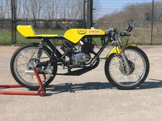 50cc Moped, Vintage Moped, Sport Bikes, Cyberpunk, Motorbikes, Classic Motorcycle, Airstream, Bikers, Comme