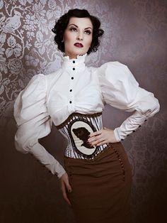 photo: Viktoria Stutz Photography outfit: Orologisilenziosi Couture make up & hair: Julia Heiermann model: Nina de Lianin