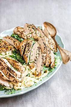 Kyckling och pasta funkar alltid bra ihop. Perfekt vardagsrätt som är både enkel och snabb att laga. #kyckling #pasta #mascarpone #picknick #middag #lunch #lättlagad Great Recipes, Snack Recipes, Cooking Recipes, 20 Min, Food And Drink, Lunch, Yummy Food, Chicken, Dinner