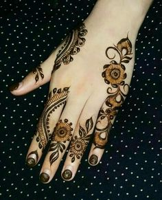 30 Latest And Gorgeous Back Hand Mehndi Designs For Any Occasion Eid Mehndi Designs, Mehndi Designs Finger, Latest Arabic Mehndi Designs, Back Hand Mehndi Designs, Mehndi Designs For Fingers, Mehndi Patterns, Beautiful Henna Designs, Simple Mehndi Designs, Henna Tattoo Designs
