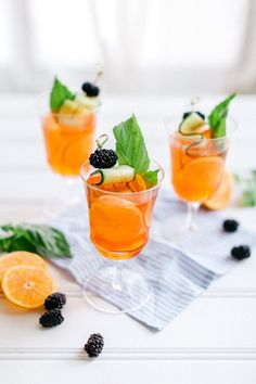 Aaperol spritz, an Italian summer cocktail | Image via Camille Styles