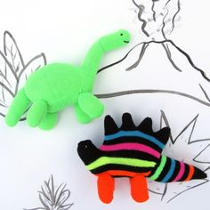Have some eco-friendly dinosaur fun with kids with this wonderful glove animal tutorial! Cut up a couple of gloves to make upcycled glovosaurs!