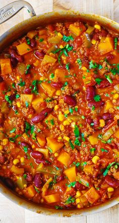 Delicious Butternut Squash, Bean, and Beef Chili – a family favorite, definition of comfort food! #winter_squash #dinner_recipes