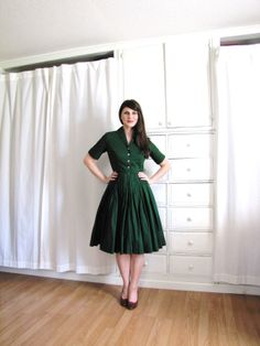 Fabulous sleeve length and altogether adorable dress. if it was in a fancier fabric it would be a little mumsy but because it's so understated and simple I love it. Not the green though.