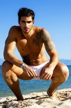 I cannot find his name. Elian Gallando is a modeling agency but he is definitely Brazilian!!!!!!