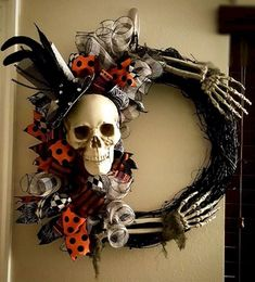 Halloween decor does not need to be scarily pricey. Now all Halloween decors must be scary. You can acquire the Halloween decor you would like for less. This Halloween decor is ideal for those who … Spooky Halloween, Halloween Door Wreaths, Fete Halloween, Holidays Halloween, Holiday Wreaths, Halloween Crafts, Holiday Crafts, Halloween Decorations, Halloween 2014