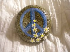 All sizes | Daisy peace sign rock | Flickr - Photo Sharing!