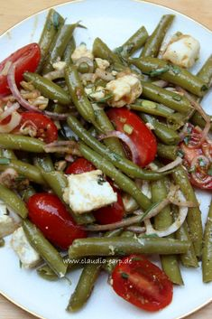 Grüne Bohnen Salat mit Tomaten und Feta / Caudia Earp Green bean salad with tomatoes and feta / caudia earp carb recipes for dinner Chicken Salad Recipes, Healthy Salad Recipes, Green Bean Salads, Queso Feta, Dried Beans, Greens Recipe, Ground Beef Recipes, Dinner Recipes, Easy Meals