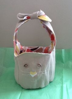 How to Make a Bunny Bag - Easter craft ideas are a great way to combine cheer and practical use. Learn how to make a basket DIY that makes a great bag too!