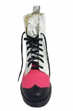 Ghete din piele naturala cu imprimeu tip ziar. Se confectioneaza la comanda pe marimea, culoarea si tipul de piele dorite de cliente Dr. Martens, Combat Boots, Shoes, Fashion, Moda, Zapatos, Shoes Outlet, Fashion Styles, Combat Boot