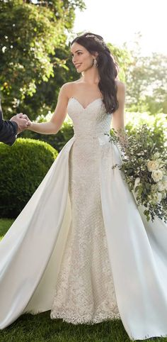 Vintage Wedding Dresses 909 Vintage-Inspired Glamorous Wedding Dress by Martina Liana - Bring all the glamour to your wedding-day celebration with this vintage-inspired ornate wedding gown from Martina Liana lavished with decadent lace. Wedding Dresses 2018, Elegant Wedding Dress, Bridal Dresses, Dress Wedding, Glamorous Wedding Dresses, Romantic Weddings, Detachable Skirt Wedding Dress, Tent Wedding, Vintage Weddings