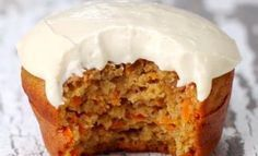 Low in fat and easy to make, these carrot cupcakes are out of this world! - Desserts - My Fork Healthy Carrot Cakes, Carrot Recipes, Muffin Recipes, Cupcake Recipes, Cupcake Cakes, Dessert Recipes, Healthy Foods, Dessert Light, Brunch Bar