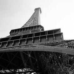 La tour throwback #toureiffel #paris #bnw #bbctravel #france #architecture #champs #mars #tour #eiffel #eiffeltower #coffee #shot #jetaime #iloveyou #architecturephotography
