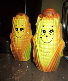 Check out this item in my Etsy shop https://www.etsy.com/listing/238665401/vintage-corn-on-the-cob-salt-pepper